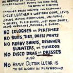Cartello con dresscode del Mineshaft