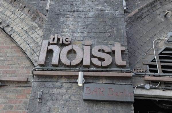 Insegna del The Hoist
